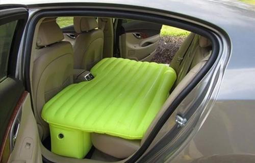Đệm hơi cho hàng ghế sau trên xe hơi. Ảnh: Pinterest.