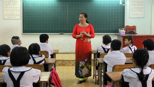 Giáo viên trường Tiểu học Nguyễn Trọng Tuyển (quận Bình Thạnh, TP HCM). Ảnh: Mạnh Tùng.
