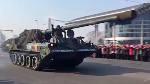 Cuộc diễu binh ở thủ đô Bình Nhưỡng. Ảnh: CNN.