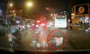 Người phụ nữ sang đường ẩu bị 2 ôtô tông