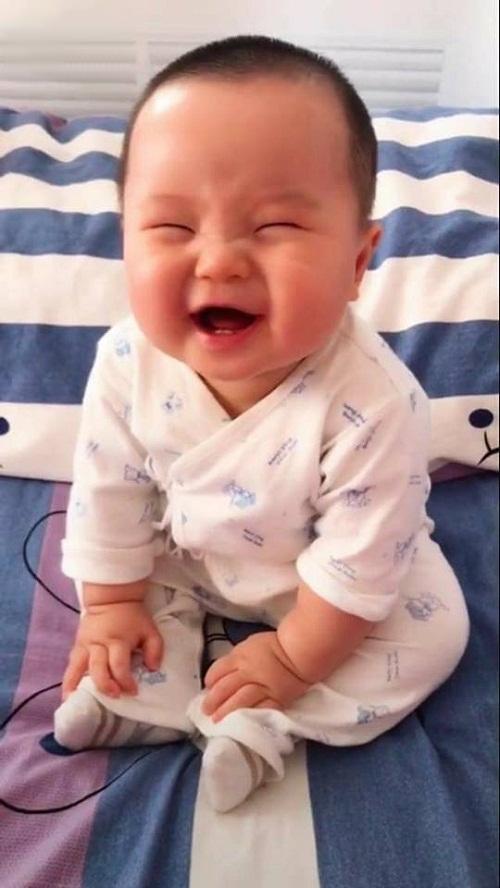 Nụ cười không thấy mặt trời.