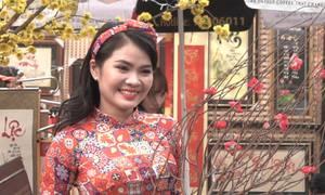 Giới trẻ Sài Gòn xuống phố chụp hình đón tết