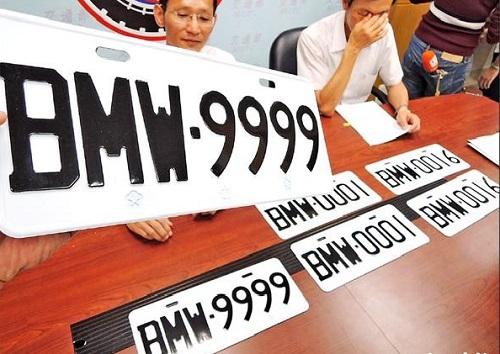 Người Trung Quốc quan niệm số 9 mang lại may mắn và tài lộc nên biển số xe tứ quý 9 luôn được yêu thích và có mức giá cao. Ảnh: Taiwan Times.