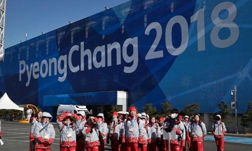 Các tình nguyện viên phục vụ thế vận hội mùa đông Olympic Pyeongchang 2018. Ảnh: AP.