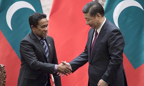 Tổng thống đương nhiệm củaMaldivesAbdulla Yameen và Chủ tịch Trung Quốc Tập Cận Bình. Ảnh: AP.