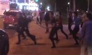Chém nhau bằng kiếm trước quán bar ở Nha Trang