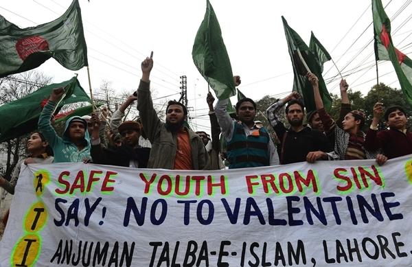 Biểu tình phản đối ngày Valentine ở Pakistan. Ảnh: Pakistan Today.