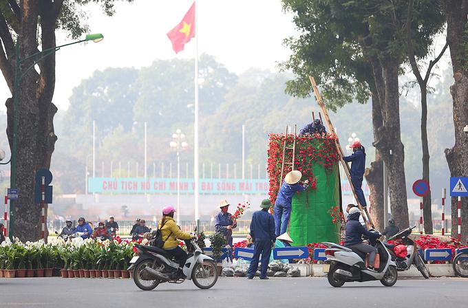 Hà Nội trang hoàng đường phố đón Tết