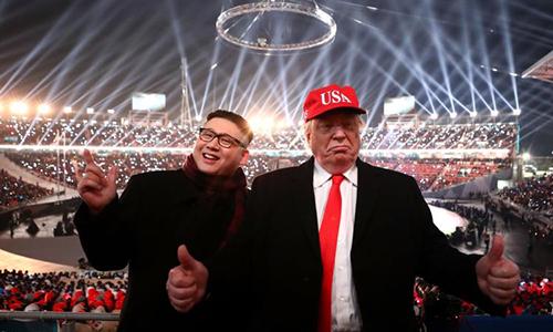 Người đóng thế Kim Jong-un và Donald Trump xuất hiện tại sân vận động tổ chức lễ khai mạc Thế vận hội Mùa đông PyeongChang. Ảnh: Reuters.