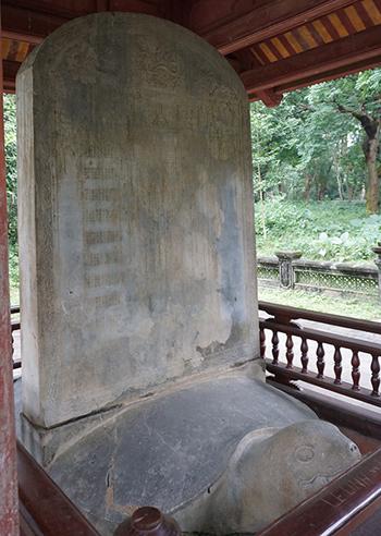 Bia Dụ Lăng được công nhận là bảo vật quốc gia năm 2017. Ảnh: Lê Hoàng.