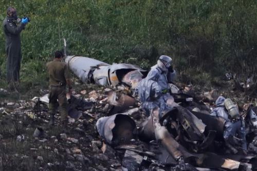 Xác máy bay F-16 ở Syria. Ảnh: Reuters.