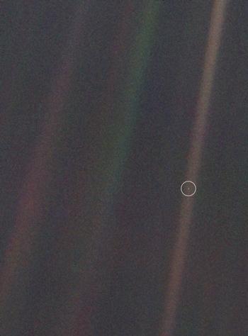 Bức ảnh chụp Trái ĐấtPale Blue Dot. Ảnh: Unawe.
