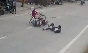 Quái xế trượt 20m, tông văng xe đạp người phụ nữ sang đường
