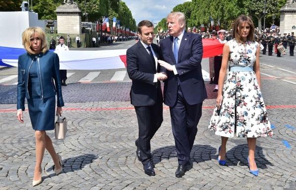 Vợ chồng Tổng thống Trump và Macron tại lễ duyệt binh ở Paris nhân Ngày Bastilles.