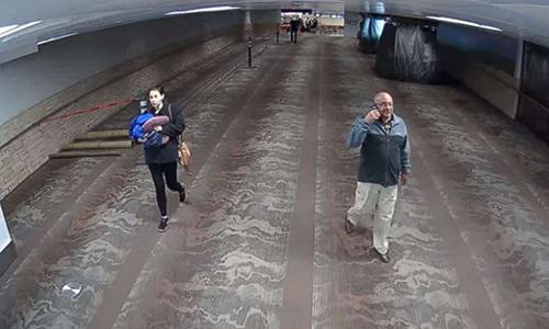Hình ảnh người phụ nữ bị nghisinh con và bỏ rơi đứa trẻtại sân bay Tuscon, bang Arizona, Mỹ. Ảnh: Tuscon Airport