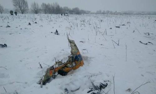 Một mảnh vỡ máy bay tại hiện trường. Ảnh: Reuters.