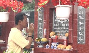 Người Sài Gòn tấp nập đi tảo mộ cuối năm