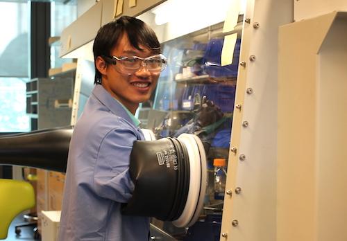 Linh trong phòng thí nghiệm ở Princetonmùa hè 2017. Ảnh: NVCC