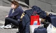 Thanh niên Italy dậy từ nửa đêm đi xin việc làm