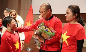 HLV Park Hang-seo hủy việc riêng để giao lưu với người Việt tại Hàn Quốc