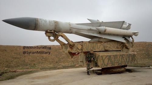Bệ phóng tên lửa S-200 của Syria. Ảnh: Twitter.