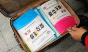 Vali sách và bài tập - hành trang ăn Tết của học sinh Trung Quốc