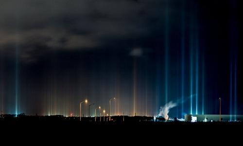 Cột sáng là kết quả do những tinh thể băng phản chiếu ánh sáng từ mặt đất. Ảnh: Ray Majoran.
