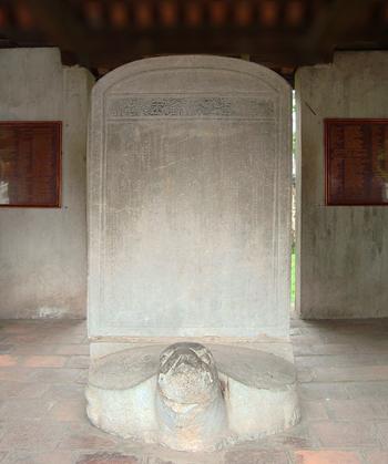 Văn Bia tiến sĩ đầu tiên khoa thinăm1442ở Văn miếu - Quốc Tử Giám có ghi danh Trạng nguyênnày.