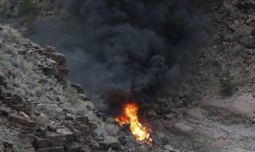 Hiện trường vụ rơi trực thăng ở Mỹ ngày 10/2. Ảnh: AFP.