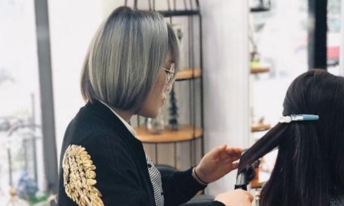 Thời điểm trước Tết là khoảng thời gian bận rộn làm việc của cô Maggie Lu. Ảnh: SCMP.