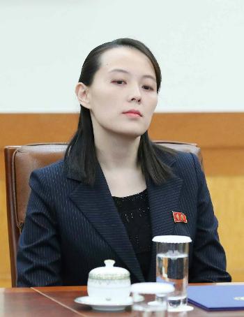 Ngôn ngữ cơ thể của em gái Kim Jong-un ở Hàn Quốc