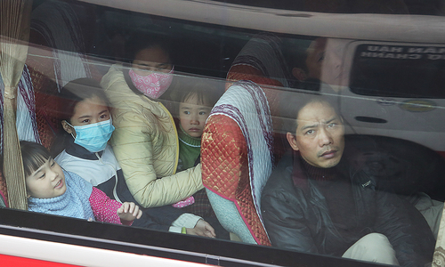 Không có ôtô riêng về quê ăn Tết - nỗi khổ người Việt