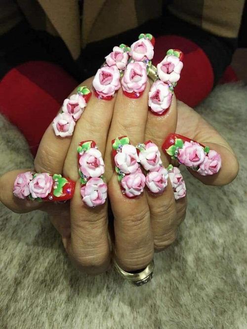Móng tay trăm hoa đua nở mừng năm mới.