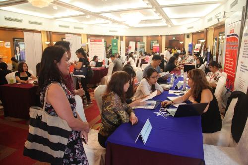 Tham dự triển lãm du học toàn cầu bạn sẽ được các chuyên gia tư vấn chọn trường, ngành học cụ thể.