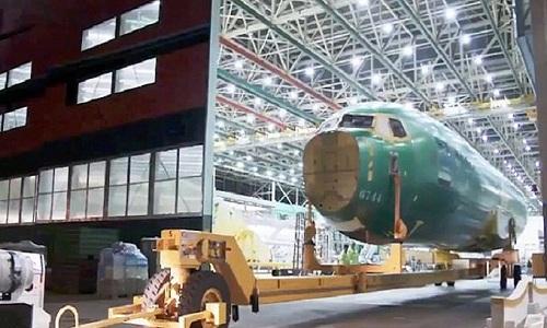 Thân máy bay Max 7 được đưa vào kho chứa. Ảnh: Boeing.