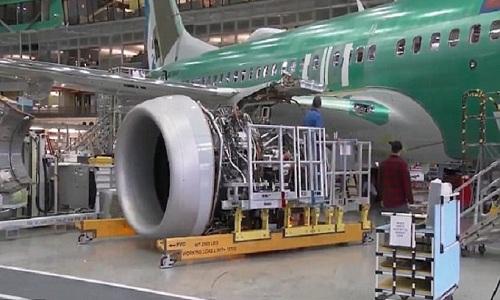 Động cơ phản lực được gắn vào bên dưới cánh của mẫu máy bay mới. Ảnh: Boeing.