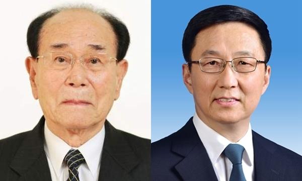 Chủ tịch quốc hội Triều Tiên Kim Yong-nam (trái) và Hàn Chính, thành viên