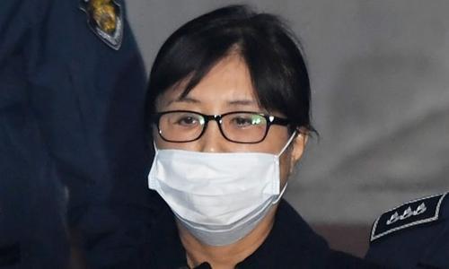 Bà Choi Soon-sil tới tòa án trung ương Seoul. Ảnh: AFP.