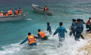 'Biệt đội' bắt dây, kéo xuồng trên đảo An Bang