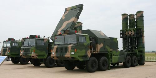 Xe phóng đạn và radar của tổ hợp HQ-9. Ảnh: Sina.