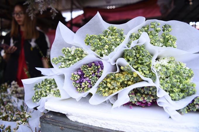 Chợ hoa Quảng Bá tấp nập ngày đêm