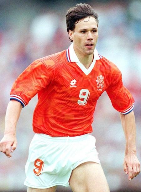 Marco Van Basten - số 9 huyền thoại của Hà Lan. Chỉ thi đấu cho hai CLB nhưng ở đâu, Van Basten cũng có được những thành công đáng khâm phục.
