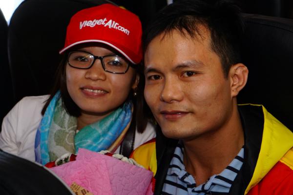 Anh Giáp hiện làm việc tại khu công nghiệp Biên Hoà. Bốn năm qua, anh chưa có dịp về thăm quê Hải Dương. Mùa Tết này, anh mong muốn giới thiệu vợ sắp cưới bố mẹ.