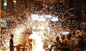 Chợ pháo hoa lớn nhất TP HCM nhộn nhịp ngày giáp Tết
