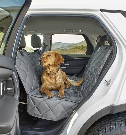 Phụ kiện này chống nước đặc biệt dành cho những con chó bẩn nhất. Được chế tạo từ polyester nặng, võng bảo vệ có tính chất chống thấm nước ở cả hai bên để đảm bảo không thấm nước bẩn xuống ghế xe. Bề mặt nhẵn, chống trơn trượt ởđáy giữ cho võng ở đúng vị trí.