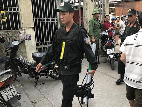 Hàng chục cảnh sát phong toả căn nhà có mùi tử thi ở Sài Gòn