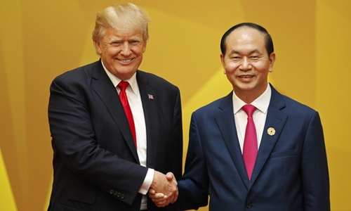 US President Donald Trump shakes hands with Vietnams President Tran Dai Quang upon arrival for the APEC Economic Leaders Meeting, part of the Asia-Pacific Economic Cooperation (APEC) leaders summit in the central Vietnamese city of Danang on November 11, 2017..World leaders and senior business figures are gathering in the Vietnamese city of Danang this week for the annual 21-member APEC summit. / AFP PHOTO / POOL / JORGE SILVA