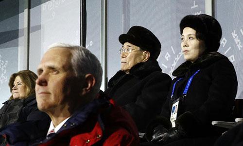 Phó tổng thống Mỹ Pence, thứ hai từ trái sang, ngồi ngay trước em gái Kim Jong-un, ngoài cùng bên phải, trong lễ khai mạc Thế vận hội hôm 9/2 ở Hàn Quốc. Ảnh: Washington Times.