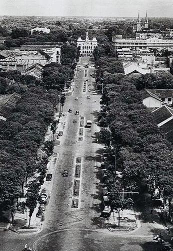 Đường Nguyễn Huệ xưa khi mới được xây dựng. Ảnh: Flick
