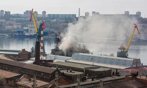 Đám cháy trên tàu khu trụcMarshalShaposhnikov. Ảnh:primamedia.